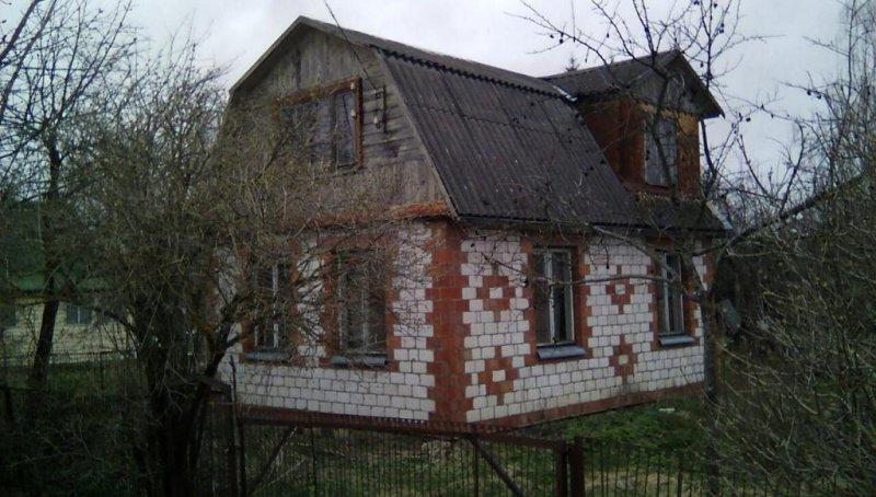 продается дача в снт яблонька, кирпичный дом - 6,87 5,12 м. в доме есть мебель диван, кр ...