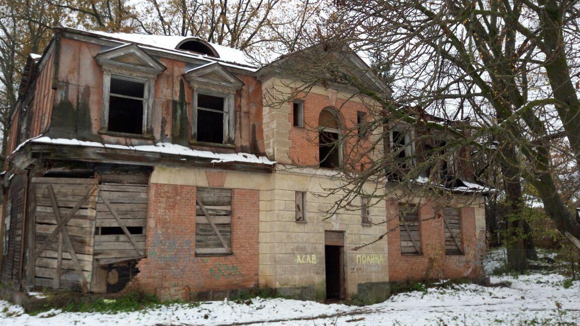 Землевладение 18,7 соток с двумя зданиями в центральном парке г. Печоры